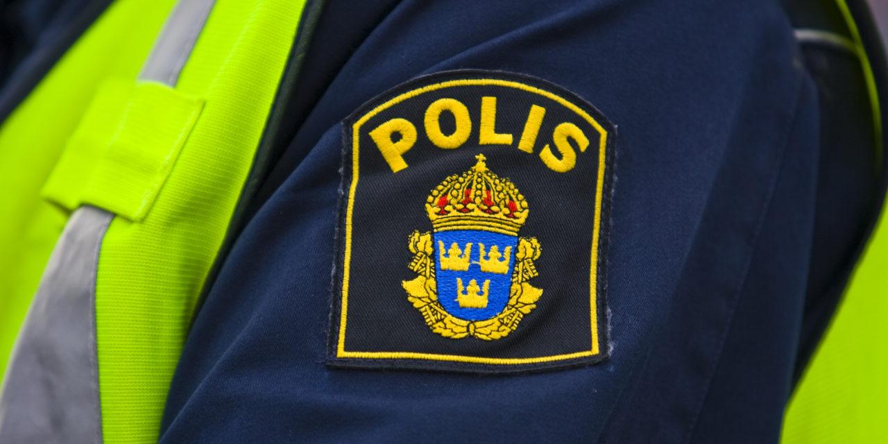 Inbrott hos polisen, stal vapen och uniformsjacka